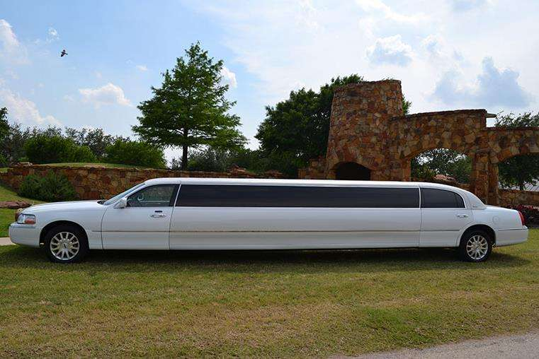 6 ways renting a limousine can rock your Bachelor Party!